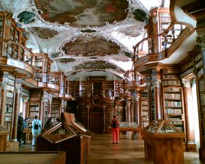 Sankt Gallen, Stiftsbibliothek, Interior. Photograph 2006 by chipee via Wikimedia Commons.