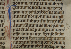 Detail of verso of the leaf with Justinian's Novels, showing part of the right-hand column of text, its decorated initial, and the scallop-shaped mark at the right to signal a passage of text. Photography © Mildred Budny