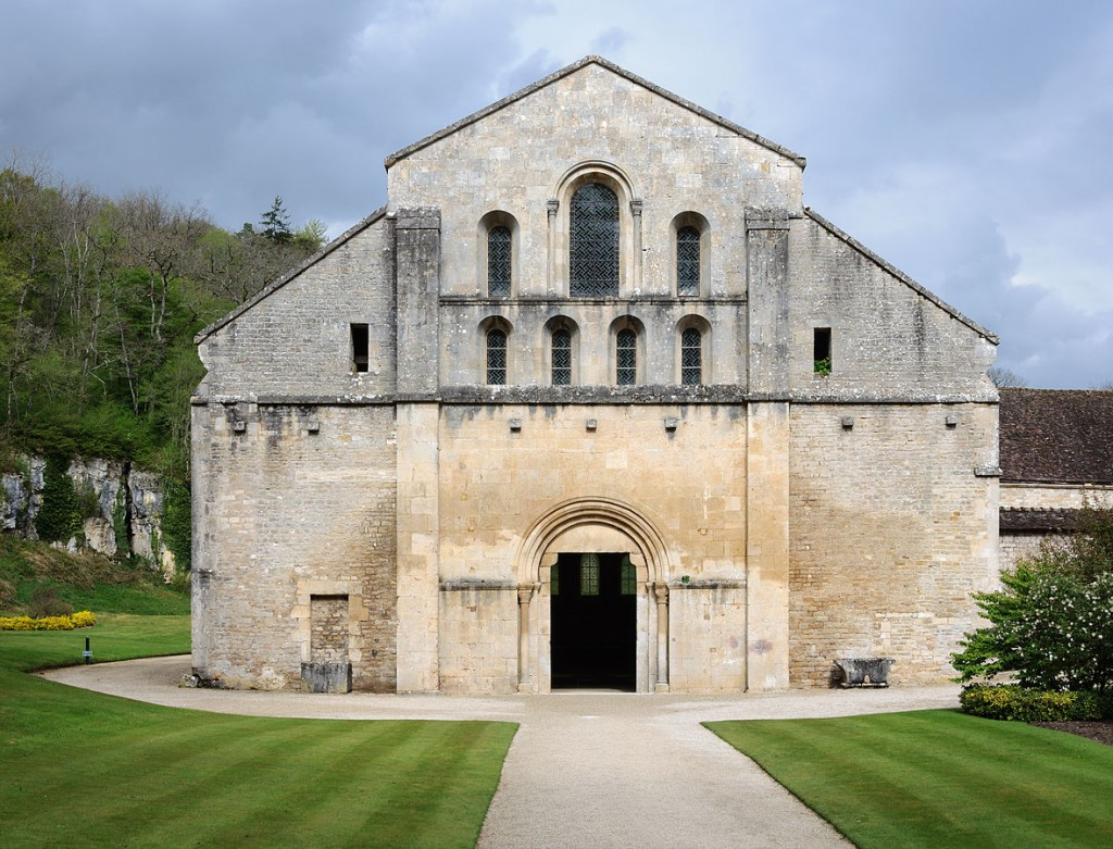 Fontenay Abbey Church, West Façade. Photography by Myrabella (2014) via Wikimedia Commons.