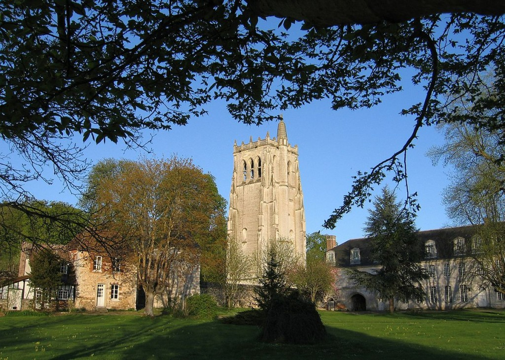 View of the Abbey of Bec centered upon the Tour Saint-Nicolas. Photograph by Efcuse (2009) via Creative Commons.