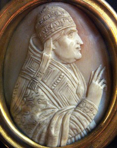 Cameo of Pope John XXII. Photograph via Wikimedia Commons.