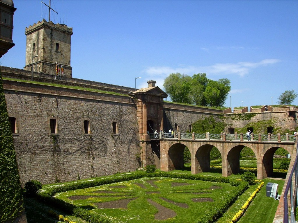 Entrance to Montjuïc castle across the former moat. Photograph 2007 by Puigalder, via Wikipedia Commons.