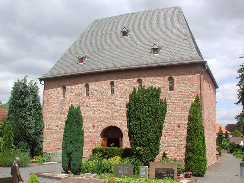 Saint Remigius Church at in Büdingen, Hessen. Photograph by Sven Teschke (2005) via Wikimedia Commons.