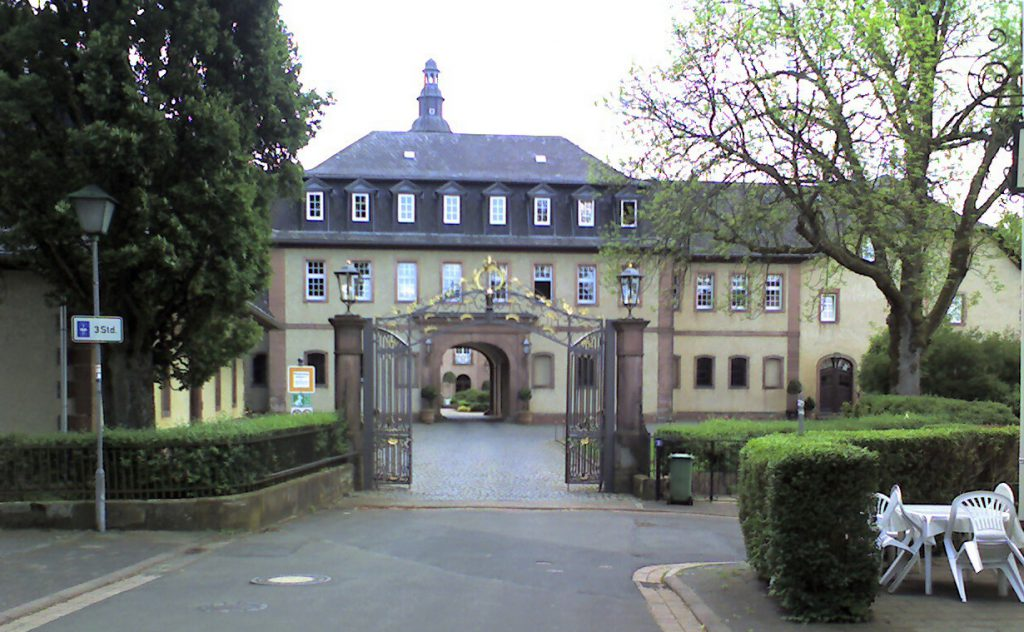 Schloss Birnstein, Main Entrance leading to the Archivebau. Photo by Sarkana 2009 via Creative Commons.