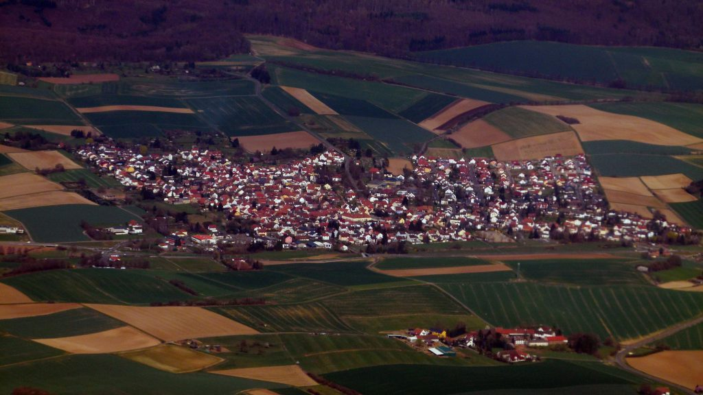 Aerial Photograph of Hüttengesäß, Ronneburg (Hessen) from the South South East.. Photo Dr. Bernd Gross (20 March 2014, 12:08:32). Image via Creative Commons.