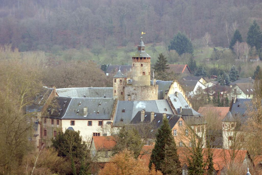 Schloss_Büdingen. Photograph by Sven Teschke (2006), via Creative Commons.