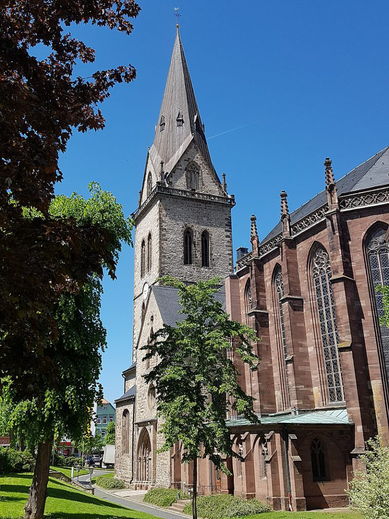 Warburg, Neustadtkirche / St. Johannes Baptist in Warburg. Photograph on 26 May 2017 by Kno-Biesdorf - Own work, CC BY-SA 4.0, via https://commons.wikimedia.org/w/index.php?curid=63450859.