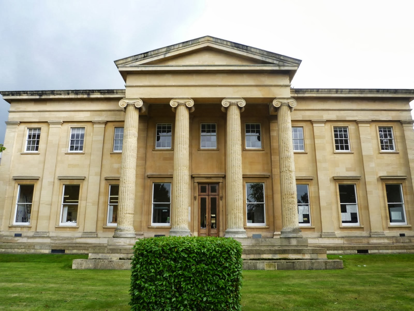 View of Thirlestaine House, Cheltenham, Home of Sir Thomas Phillipps. View from Bath Road. Photograph by Philip Ratzer on 2 October 2013. Image via Creative Commons.